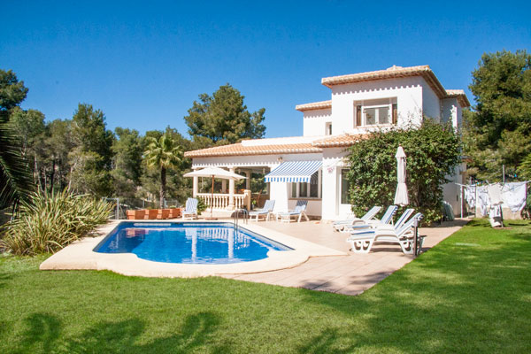 4 bedroom villa in Javea with pool and splash pool, fantastic views, table tennis and 2 doubles and 2 twins