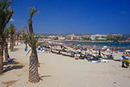 Javea Arenal Beach close to restaurants, bars and shops - click to open the arenal javea beach webcam